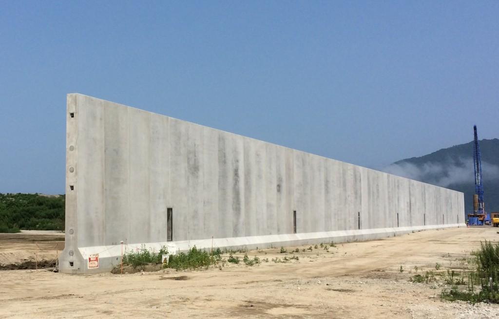 ハイブリッド防潮堤(竪壁設置後)